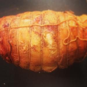 En av kvällens varmrätter: Lammstek från Bergagård serveras med svartkål och rotfruktsgratäng. 195:- #luxdagfordag #alltidnymeny