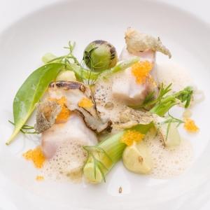 16 portioner av Johan Backeus Årets Kock-rätt finns ikväll på menyn. Sej sjuden i rökig buljong med sikrom och ostron.