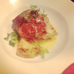 Gös från Ängsö stekt på benet, krabba och vinaigrette på brynt smör. #luxdagfördag