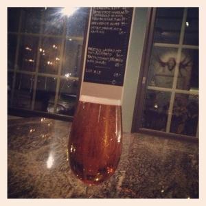 Onsdagsöl i baren på Lux Dag för Dag. Lux Ale 55:-. Kom förbi på vägen hem imorgon eller börja här innan du slår dig ner i matsalen. Liten barmeny finns också.