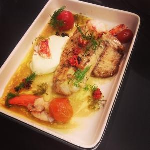 Smörstekt gös med hummer, blomkålspuré och skaldjursvinnaigrette. #luxdagfordag