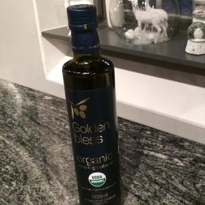 Supergod olivolja 120kr flaskan. Hjortfärsbiff med kapris, rödbeta och persiljesmör 85kr i #walkthrough