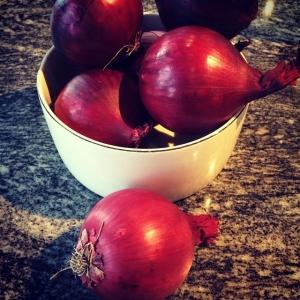 Rödlök för 2kr/hg! Dagens husman är rostbiff med potatis och persiljerotsgratäng, rostad lök och sky! Välkommen!