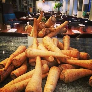 Persiljerötter för 7kr/hg! Dagens husman är fiskterrine, curryvinnie, blomkål och kokt potatis för 115kr!! Välkommen!#meny