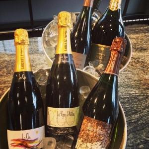 Bubbelfest på Lux! Härliga flaskor till härliga priser ikväll och imorgon! Passa på... Vi ses snart! Mer info om vilka champagner hittar ni på vår facebooksida!
