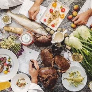 Inför sommarsäsongen söker vi matsalspersonal & kökspersonal till våra restauranger. Restaurangchef, hovmästare, servitör, servitris, nisse, placös, kockar, Kökschef, souschef & kocklärling Maila er ansökan till frick@luxrestauranger.se #luxrestauranger #jobb #nyttjobb #luxdagfordag #restaurangbar #bar #eatrestaurant #eat