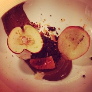 Tyvärr missade vi att ta foto på Görans varmrätt, blev alldeles för stressigt (nervöst) Desserten ser ni här: frusen blodappelsin med choklad och krispigt äpple. Kl 18.00 får vi svaret hur det gick. Göran är väldigt nöjd med sin insats!! #luxdfd #luxdagfordag #åretsungakock
