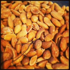 Salt/timjanrostade mandlar 8:-/hg. Lux oxkorv med kumminkryddad surkål, senap och potatispuré 115:- take away 85:- #walk trough