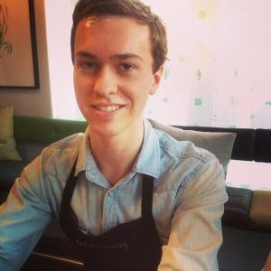 """Johan """"oraklet"""" Gunnarsson verkligen briljerade på kvällens genomgång. Johan har verkligen koll på vilka unika odlare och bönder vi jobbar med. Dax att låsa upp dörren, ikväll blir det full fart!! #lux #luxdagfordag #alltidnymeny"""