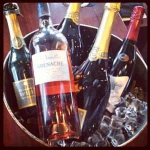 Nu är det vår på Lilla Essingen. Kom och drick rosé för 75kr glaset. Frågar ni snält så bjuder vi på fantan.