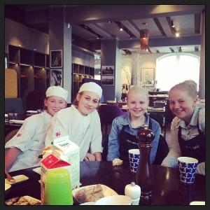 Hanna, Saga, Vera och Julia praktiserar idag från årskurs fem i Skarpnäcksskolan. Det blir en bra fredag för oss med så härliga tjejer!