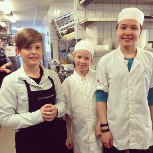 Vi har fått finfin hjälp även denna fredag av femteklassarna Melvin, Ebba och Maja. Tack för ett bra jobb!!!