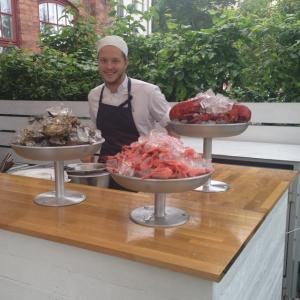 I kväll kan ni träffa Joakim i skaldjursbaren på Lux veranda, välkomna!
