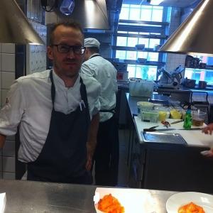 Första dagen för Robban idag! Välkommen!! Dagens husman: Gravlax med dillstuvad potatis, citron och broccoli 115:- #takeaway #walkthrough