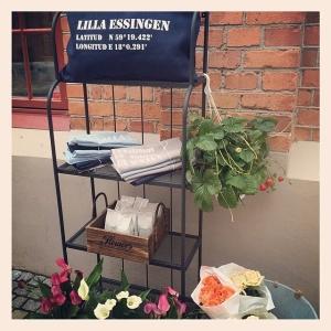Nya Lilla Essingen-kuddar idag! Ljusblå, ljusgrå och mörkblå. 395:-. Bästa sommarpresenten på ön