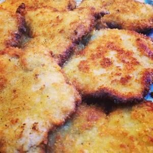 Dagens husman på Lux dag för dag är: Frasig schnitzel med persiljesmör, citron & gröna ärtor, 115:-, WT:en 85:- Välkomna! #luxdagfordag #husman #dagens #schnitzel #lunch