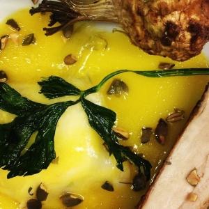 Rätt fem på kvällens farmers dinner: saltrostad rotselleri med bröst från Hedemorahöna & pumpajos #lux #luxdagfordag #farmersdinner #hedemorahöna
