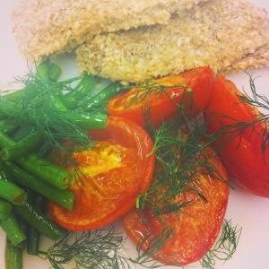 Dagens lunch idag tors: stekt strömming med anjovissmör, bönor och tomat 115:- #takeaway 85:-