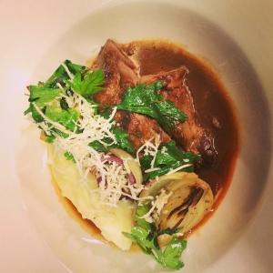 Missa inte luncherna på Lux denna vecka.. Vi börjar veckan med Pepparrotbräserad lammbog med rostade lökar, persilja och potatisstomp! 115:-/85:- för take away #luxdagfordag #husman #lunch #dagenslunch #takeaway