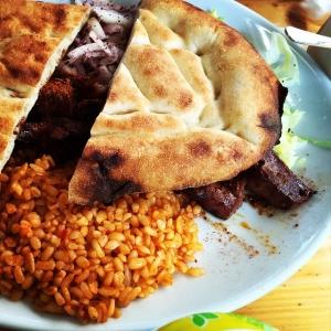 Årets klart värsta felbeställning, såg klart godast ut på bilden i menyn. Visade sig vara kalvlever, inte gott! #istanbul #integott #kebab #felbeställning