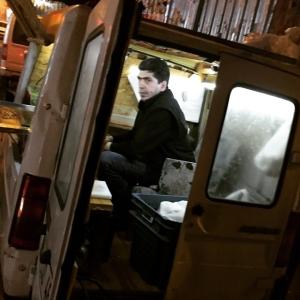 """Turkish food truck. All respekt till """"kockar"""" som sitter och """"jobbar"""" #foodtruck #istanbul #sittaochlagamat #skönstol"""