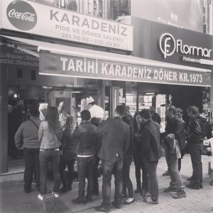 Döner kebab. Efter 2h letande hittade vi rätt, klart värt att vänta på! (Plus 30 min kö) #istanbul #grymdöner #riktigkebab #kebab #gott #döner