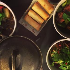 """Helt vanlig måndag lunch på EAT, sjukt kul och riktigt mycket att göra. Krogen där alla älskar en riktig """"Kinabong""""!! #eat #eatrestaurant @eatrestaurant #kina #kinabong #bokabord #måndag #cheflife #lovework #moodgallerian"""