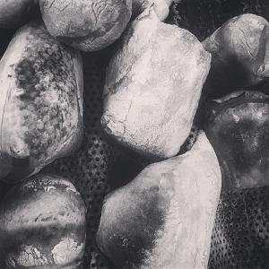 Idag körde vi provbak för brödet till nya lammchilin #farmtotable #luxdagfördag #surdeg #bönor