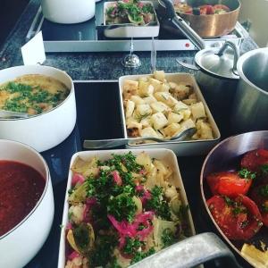 Idag kan man också välja allt detta tillsammans med lammstek eller regnbågslax... #lunch