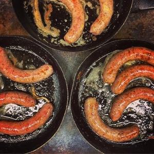 ❤️ Råvara på @luxdagfordag i kväll. Viltkväll tillsammans med Jägarförbundet.  Bild: korv av vildsvinsgylta smaksatt med rostad svartpeppar & lök #luxdagfördag #unikrestaurangupplevelse #älskajakt #vildsvin