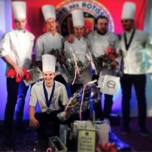 Bra jobbat Emil!  Räckte till en 3e plats i år, inte illa för att vara första tävlingen.  #åretesungakock #3a #tävling #kocktävling #kock #luxdagfördag #cheflife #kocktävling #emilöstberg