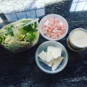 Nu har vi även börjat med sallad take away (endast). Med räkor 115:-. Med fetaost 90:-. Grönsallad med gurka, gryn, picklad grönsak, kålsallad. Välj mellan vinaigrette eller krämig citrondressing.