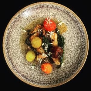 Ännu en härlig lördag med bl.a smörstekt abborre från #ängsö med rostad tomat & ramslök #vardagslux #luxdagfördag #farmtotable #abborre