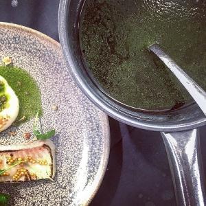 Vinnagrette på senapskrasse från #hornuddensträdgård med gädda från @paulinevidlund samt puffad panchetta från #millertdahlen  #farmersmarket #farmersdinner #farmtotable #luxdagfördag