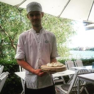 Elev-Simons sista dag, bjuder på choklad-och havtorntårta! Tack Simon för den här tiden och lycka till på #restaurangbar