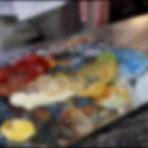 Att @henrikluxrestauranger är en matkonstnär råder det ingen tvekan om. Men att han brukar måla med mat, är det konst eller bara konstigt?