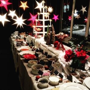 Första dagen med julbord @luxdagfordag med nya smaker och gamla klassiker! Välkomna!  #vardagslux #härligråvara #julbord #sill #godis #regnbåge