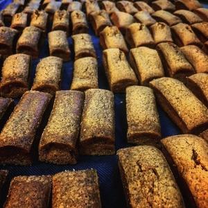 Nygräddad mjuk pepparkaka till lunchen, julbordet fortsätter!! #baka #luxdagfördag #julbord