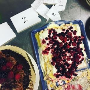 """Tävlingen är avgjord, Elias tog hem segern med 5-0 med """"mormors kyrk-kaffetårta"""" Lycka till i framtiden grabbar!! #cheflife #luxdagfördag"""