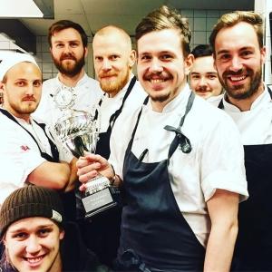 En av årets mest prestigefyllda tävlingar är avgjord! Lux Restaurangers gröttävlingen. Grattis @luxdagfordag  Motivering: perfekt konsistens och en god smakbrytning med tonkaböna.  2:a @open_cafe (fasiken va nära ni va i år igen!) 3:a @eatrestaurant  4:a @restaurangbar (fjolårets vinnare tog jumboplatsen, bara att bryta ihop och komma igen nästa år) Nästa år kommer även @penny_and_bill med chefskockarna @joakimfaerden & @msevensson ge sig in i kampen om bästa gröten! #luxrestauranger #luxdagfördag #restaurangbar #eatrestaurant #opencafe #jul #winner #cheflife
