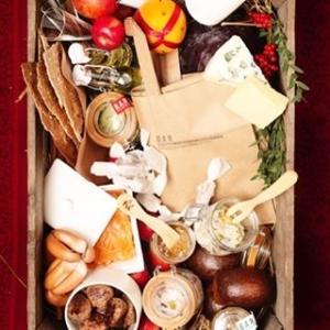 Sista chansen att säkra en godjul! Innan 24.00 behöver vi er beställning, Julpåsen hämtas på @restaurangbar eller @luxdagfordag 22/12 från 11.30 beställ den på hemsidan under fliken presentkort. #luxrestauranger #luxdagfördag #restaurangbar #jul #julklapp #christmas #food #cheflife