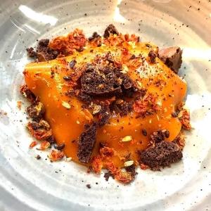 En av kvällens desserter: Memma, chokladsorbet, havtorn?  #luxdagfördag #havtorn #choklad #memma #råg #malt
