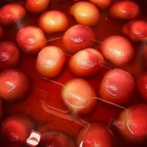 Sjuden vit persika med ängsyrasorbet på menyn ikväll? #luxdagfördag #peach #sjuden #fräsh #dessert
