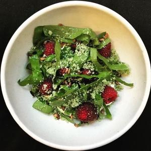 Ny dessert för kvällen, stenhusehallon med emmerglass, rostad emmer och trädgårdssyra?  #stenhusegård #warbrokvarn #ugglarpsgrönt #luxdagfördag